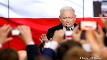 """У Польщі на парламентських виборах впевнено перемагає правляча партія """"Право і справедливість"""""""