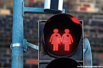 У Румунії на референдумі вирішують долю одностатевих шлюбів