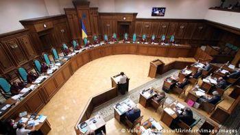 Суперечка навколо КСУ: загроза правового хаосу після указу президента?