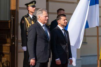 Україна і Фінляндія підписали угоду про взаємну охорону закритої інформації