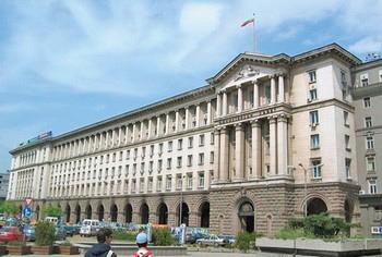 Уряд Болгарії витримав третє голосування за недовіру у парламенті