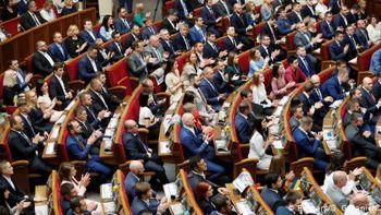 Верховна Рада підтримала скорочення складу парламенту до 300 осіб