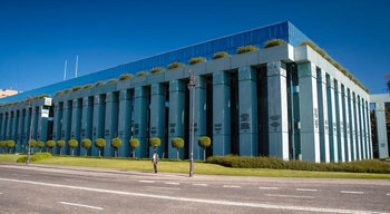 Верховний суд Польщі призупинив дію спірного закону про вихід суддів на пенсію