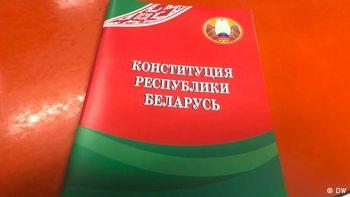 Як Лукашенко намагається заспокоїти білорусів змінами до конституції