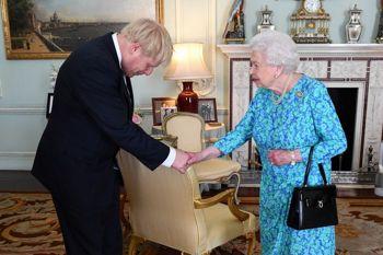 Єлизавета II схвалила прохання Джонсона призупинити роботу парламенту Британії